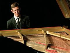 Daniel Overly, piano